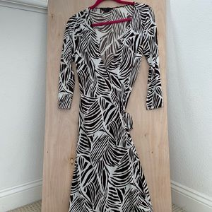 BCBGMaxAzria Black & White Wrap Dress Size M